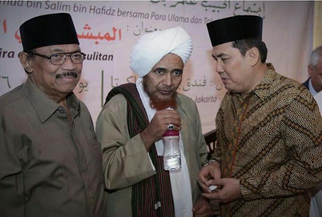 Habib umar bin Hafidz: Janganlah Mencaci Siapaun dari Calon Pemimpin