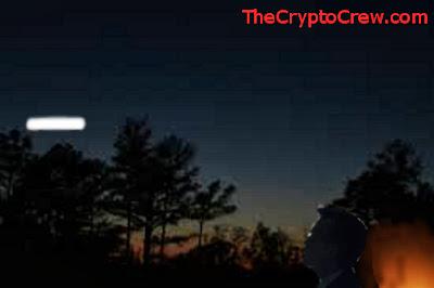 UFO seen along treeline