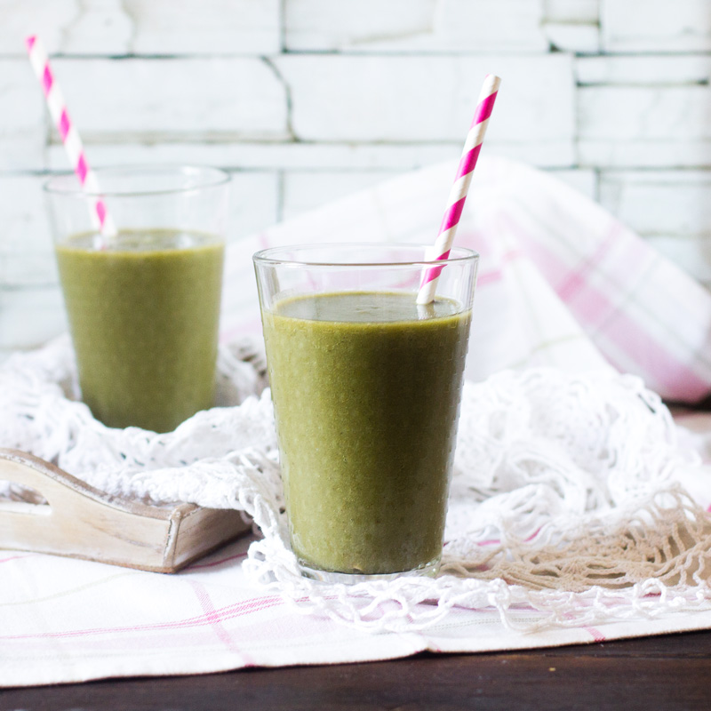 receta de smoothie de brotes de lechuga y frutas