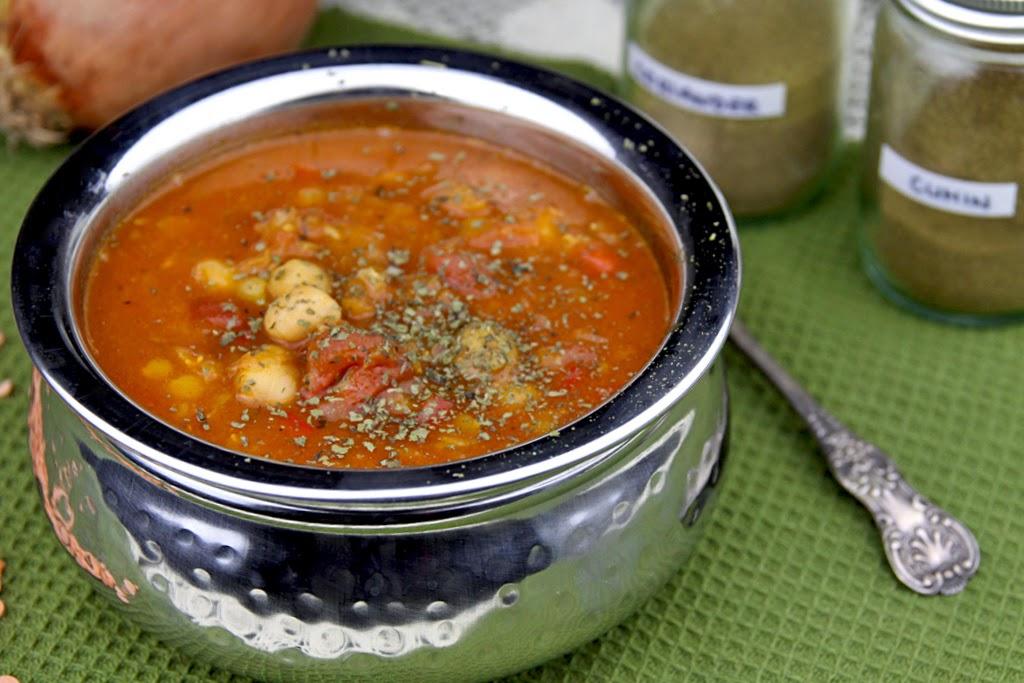 Libańska zupa z soczewicą i ciecierzycą