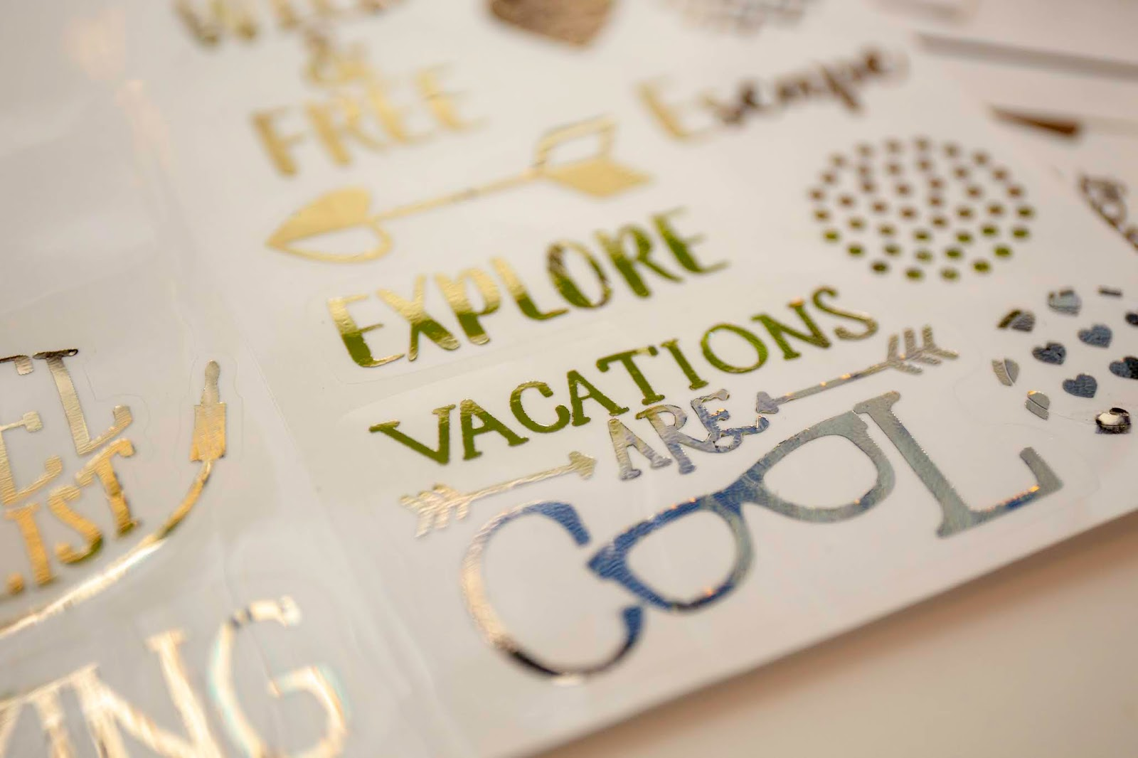 How to create foiled stickers with your cricut