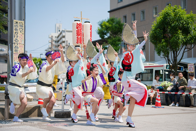 高円寺北口広場、阿波踊り、若駒連の舞台踊りの写真