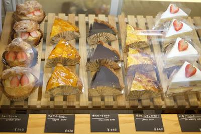 東京代々木八幡のケーキ、カフェ Afterhours ケーキショーケース