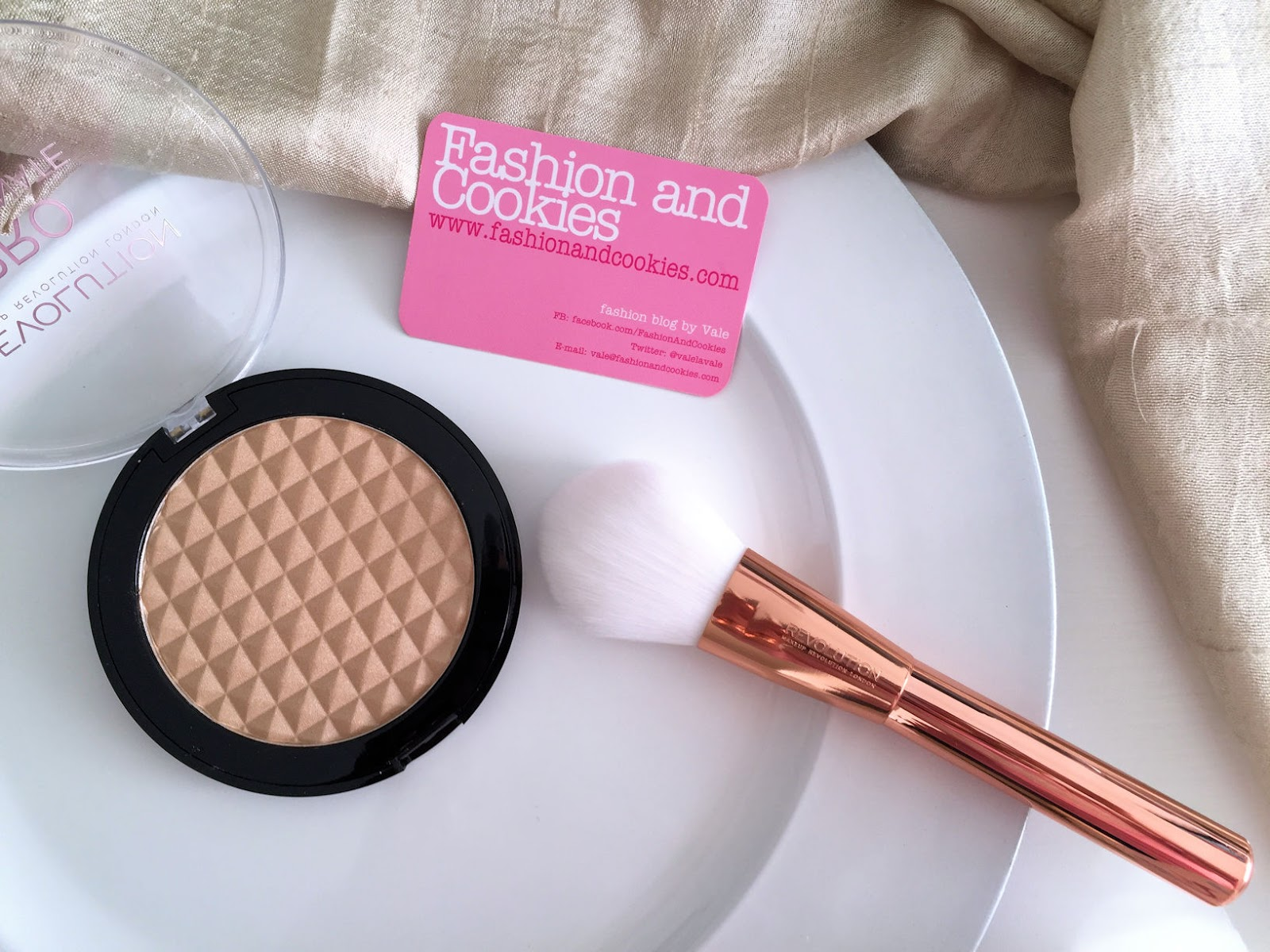 Makeup Revolution Pro Illuminate and Ultra Metals Revolution makeup brushes review on Fashion and Cookies beauty blog, beauty blogger