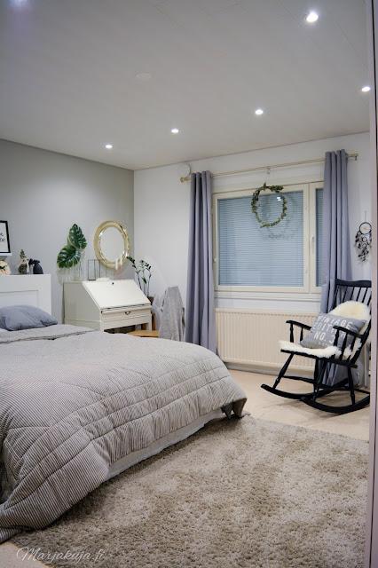 makuuhuone sisustus harmaa keinutuoli skandinaavinen vaalea harmoninen tinek