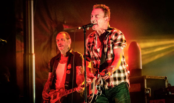 Bruce Springsteen perform 3 songs with Social Distortion