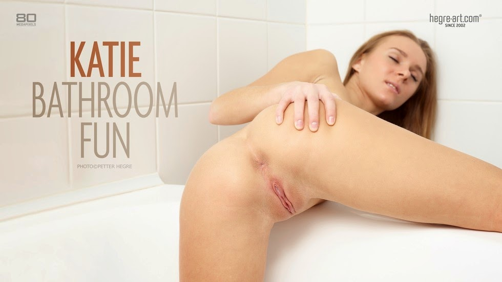 Pusqgre-Arn 2014-07-14 Katie - Bathroom Fun 07210