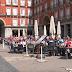 Hinchas holandeses tiran monedas y humillan a unas mendigas en Madrid