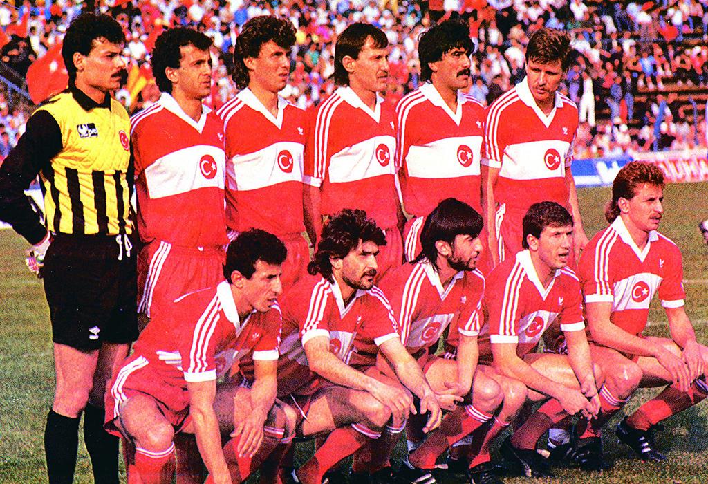 Resultado de imagem para turquia  football 1989