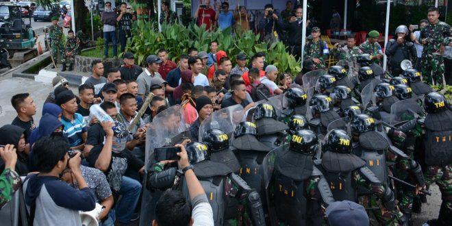 Prajurit Kodam Hasanuddin dan Personel Polda Sulsel Gelar  Simulasi PAM Pemilu Bersama
