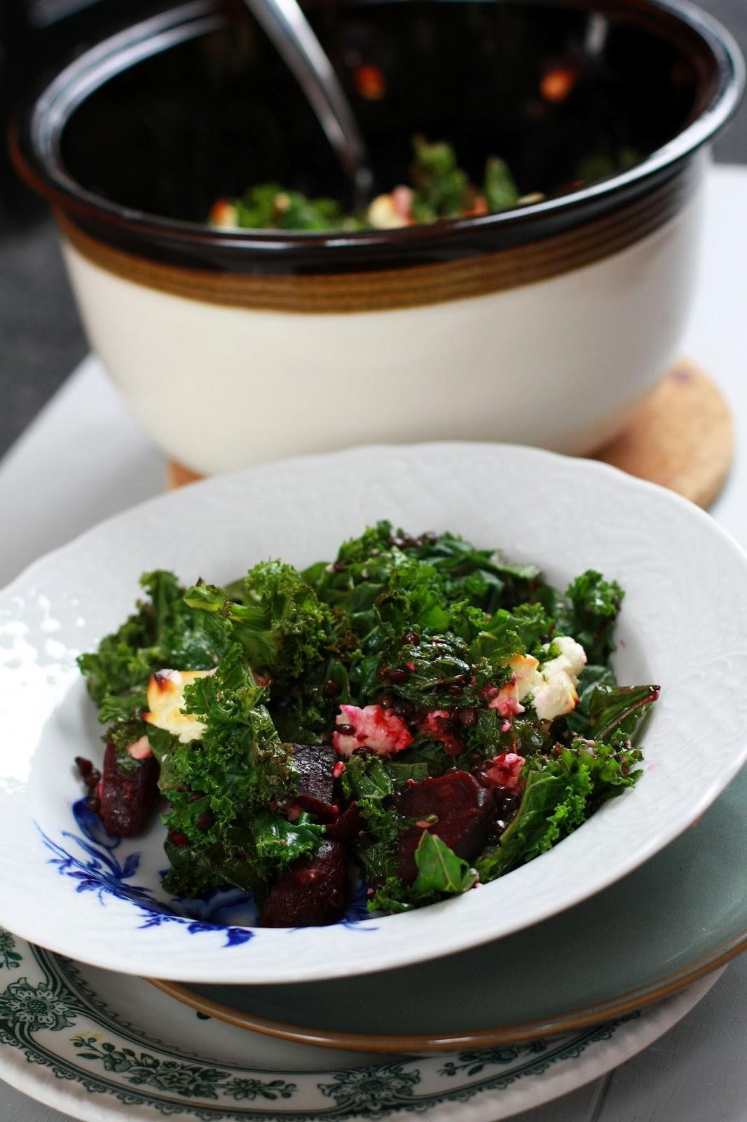 punajuuri-lehtikaali-belugalinssipaistos uuniruoka punajuuri lehtikaali belugalinssi kasvisruoka mallaspulla