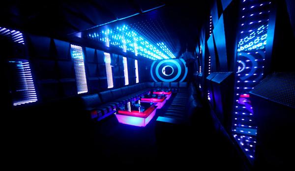 Hướng dẫn làm gương vô tận cho phòng karaoke