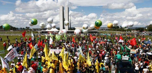 Trabajadores ocupan Brasilia para exigir la renuncia de Temer