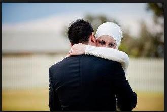 Suami Mencium Istri. Apakah Wudhunya Batal?
