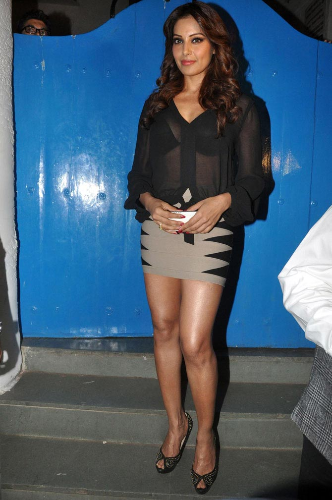 Photograph: Pradeep Bandekar, Bipasha Basu, Bollywood Actresses in Skirts - Hot Photo Gallery