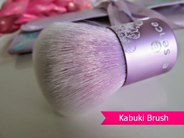 essence bloom me up tools - kabuki brush