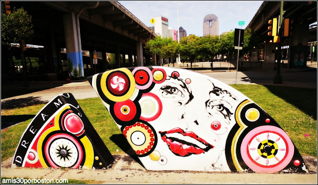 Grafitis en el Barrio Deep Ellum de Dallas, Texas