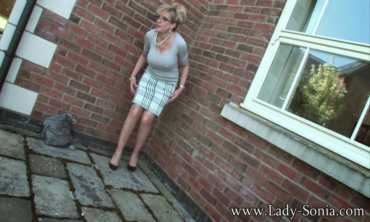Naughty british mature lady and granny getting wet and wild 1
