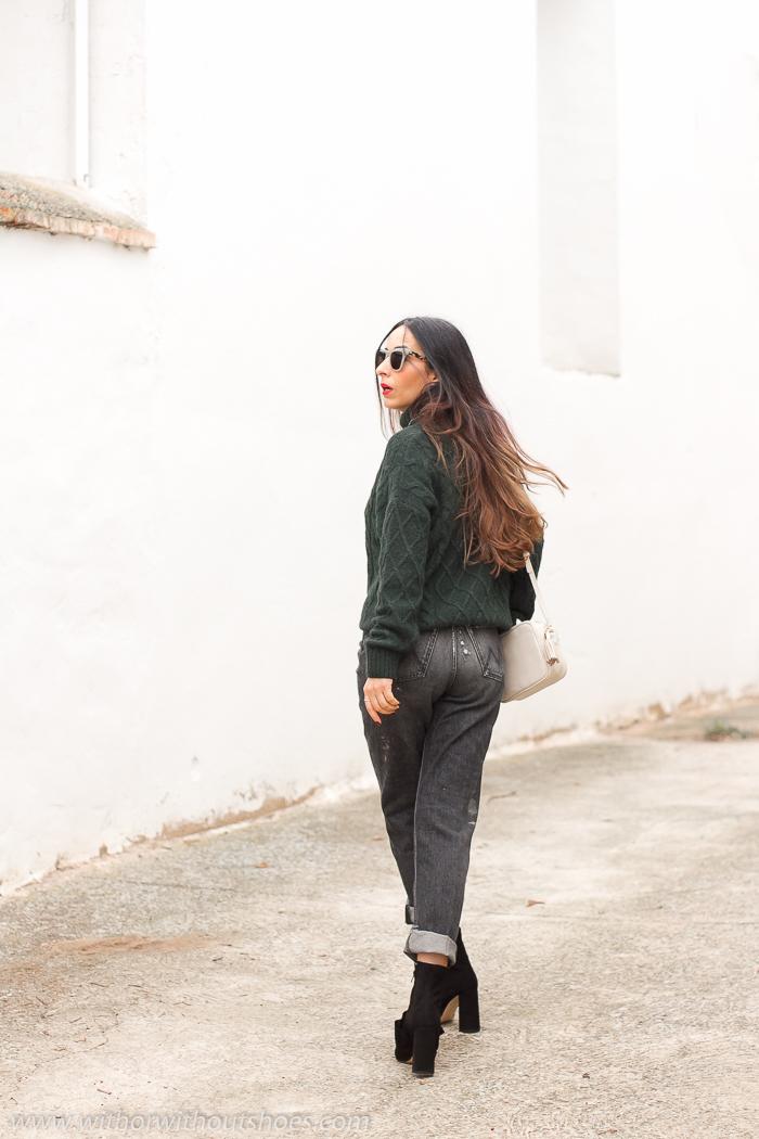 Influencer blogger valenciana con look streetstyle estilo idea como combinar jeans vaqueros negros grises manchas pintura Meltin Pot