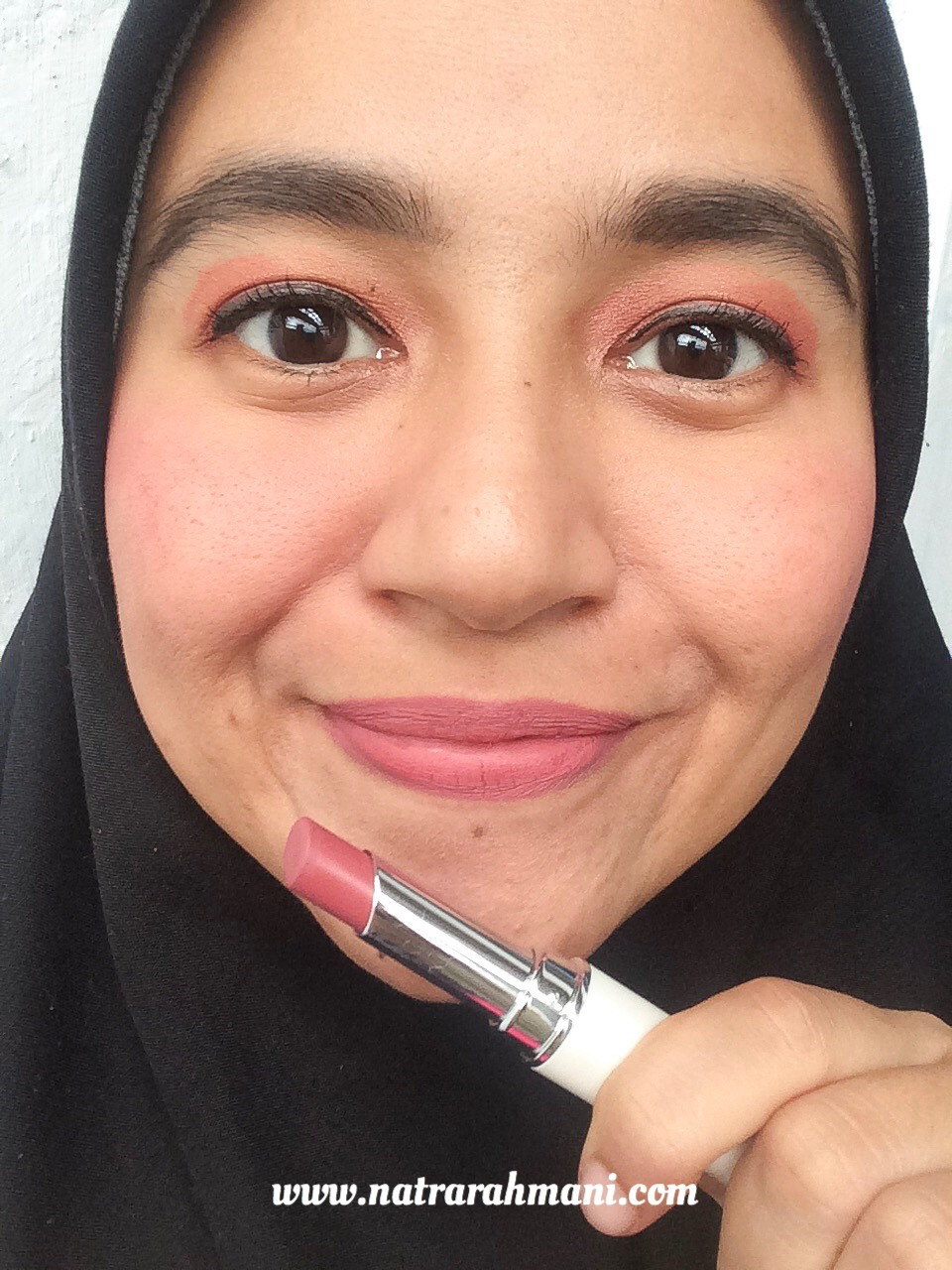 review-lip-on-lip-rohto-velvet-matteness-lipstick-natrarahmani
