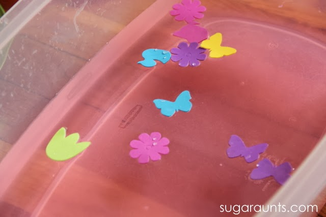 Kids love to explore senses in water play. This Spring themed sesnory activity is great for a play date.