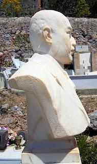ταφική προτομή του Ανδρέα Παρασκευά στην Μονεμβασιά