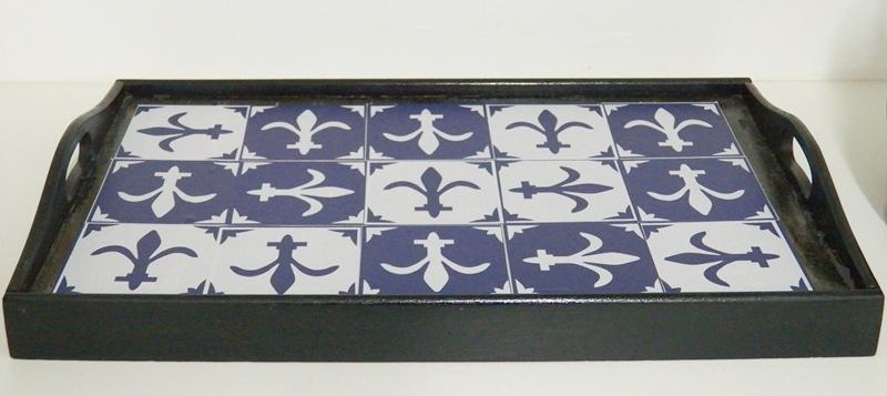bandeja com azulejo adesivo