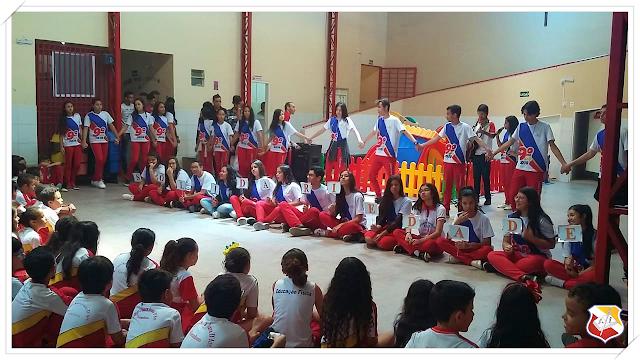 Alunos do CSJD, vivenciam valores humanos no 18º Momento Cultural.