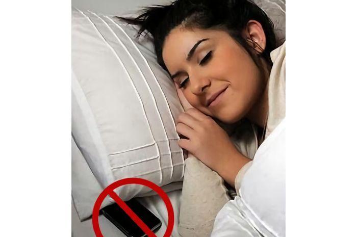 Inilah Beberapa Dampak Seseorang Bila Tidur Membawa Ponsel