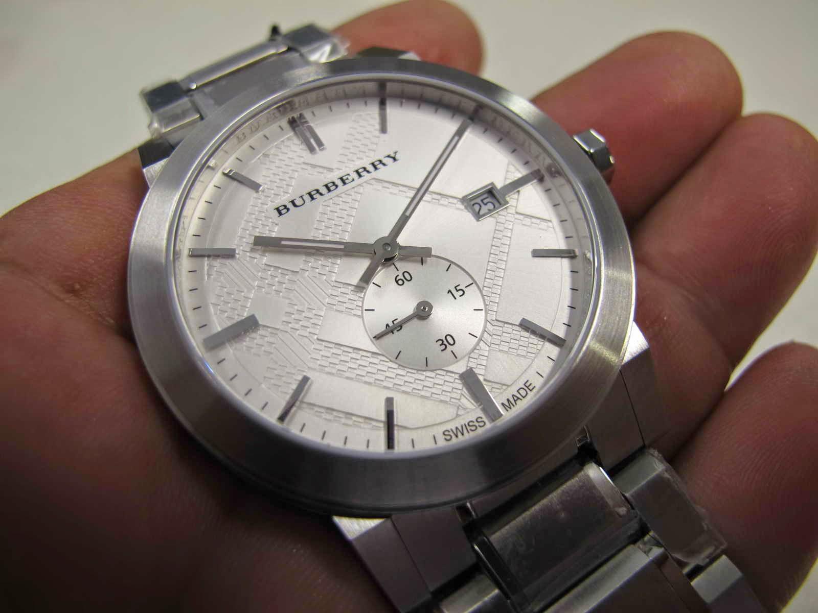 ... lengkap dengan Box dan manualnya... Cocok untuk Anda yang sedang  mencari jam tangan dengan warna dial putih bertekstur.... sub second...  BURBERRY SUB ... bc01d3cc8c