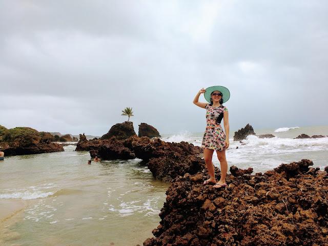 Famosa pedra furada na Praia de Tambaba.