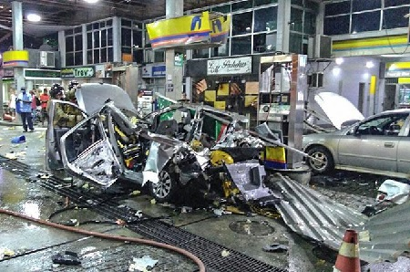 Viral: Car Exploded at a Gas Station, Is It Because of Using a Cellphone? Seen by Kevin Lozada Nellas at 2:05pm