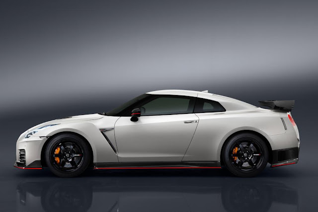 2016 Introduce New  Nissan GT-R Nismo Release edition side view