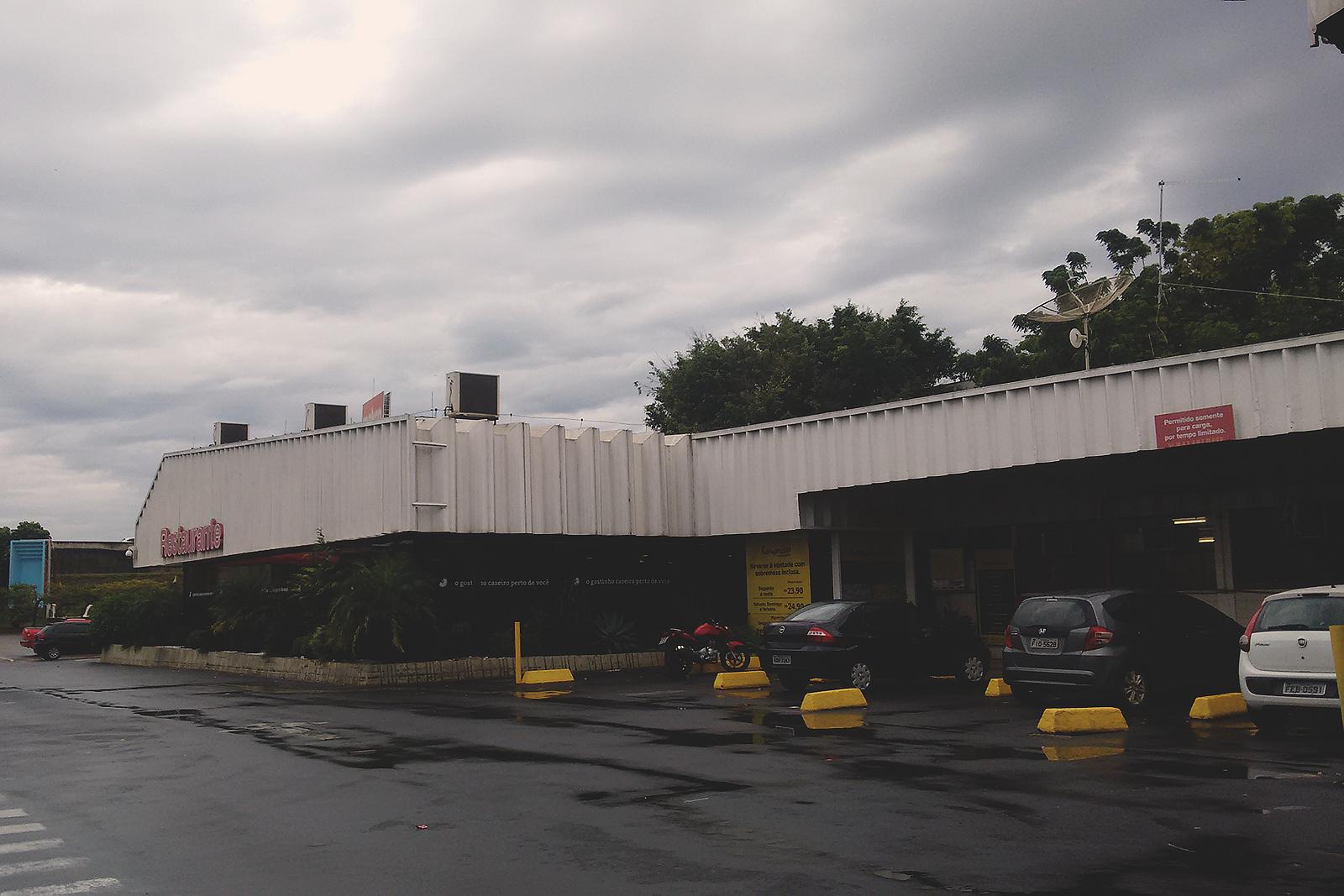 fachada restaurante makro atacado