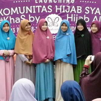 Cara Memakai Hijab Yang Benar Menurut syar'i