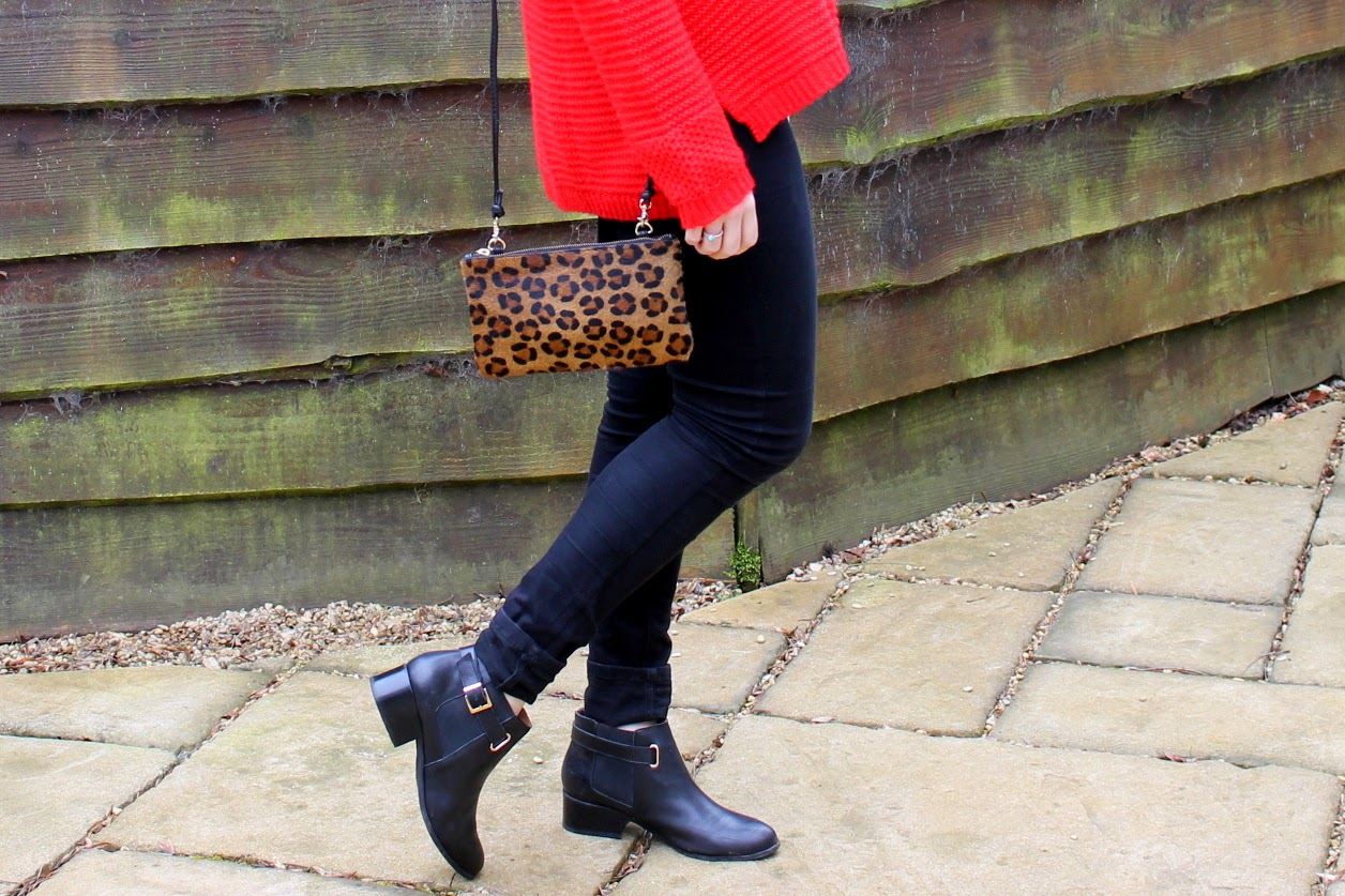 9e5cc444b150 Helloooo Mixbagers! Today's post brings a bright and breezy casual day  outfit that I recently coined together. A slouchy jumper and jeans is by no  means ...