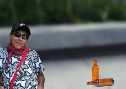 """Un rolinga optimista se quedo sin birra pero dice que """"igual ta' todo bien y que aguante el Pity Álvarez"""""""