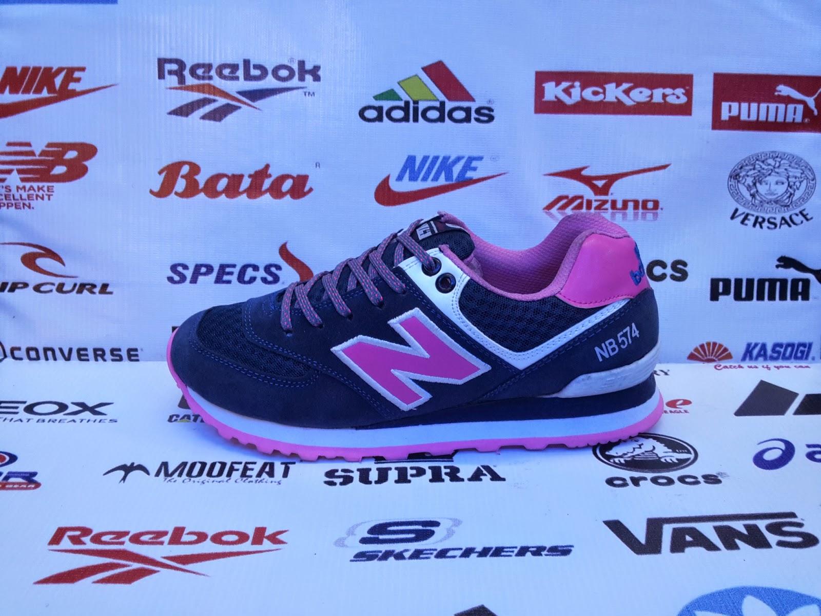 Sepatu New Balance Women s 574 Sepatu Wanita Murah   Jual Sepatu ... 8dee688f7e