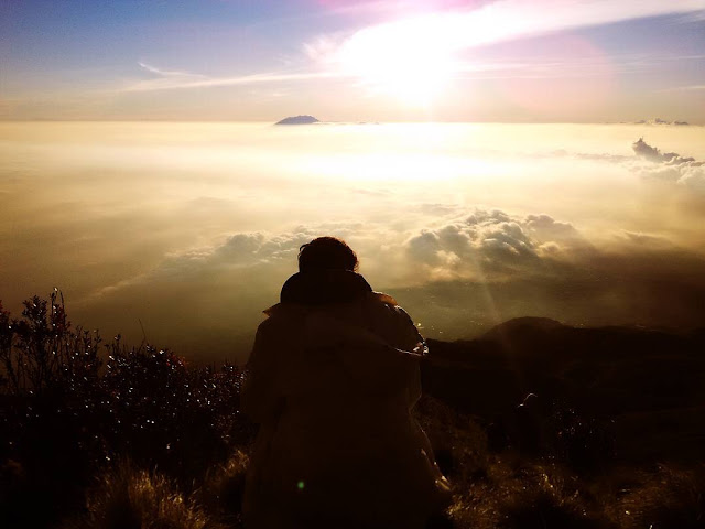 foto indahnya sunrise puncak gunung merbabu