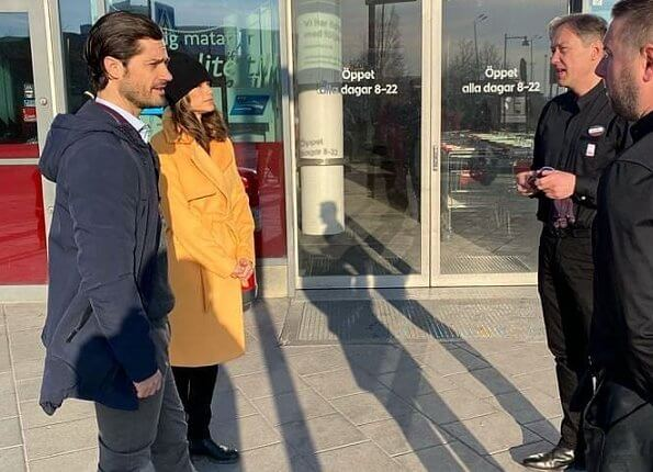 Prince Carl Philip and Princess Sofia visited Ica Kvantum in Värtahamnen. yellow wool coat. infected by Covid-19