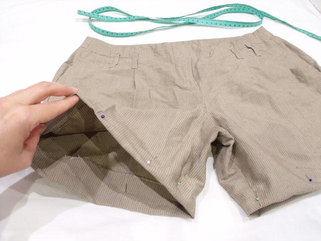 przeróbka starych spodni na krótkie spodenki