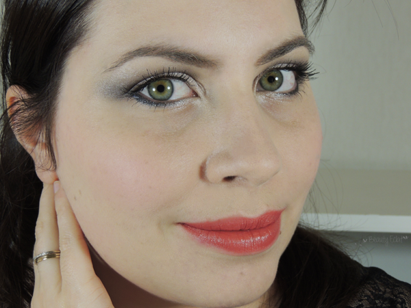 tutoriel maquillage yeux gris bouche rouge maquillage de fetes