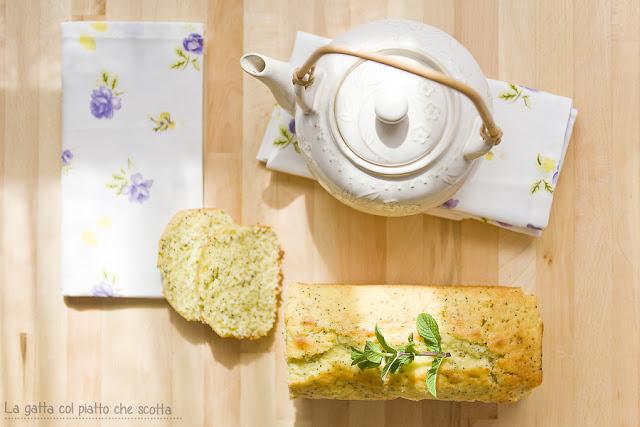 plumcake con limone, semi di papavero e menta