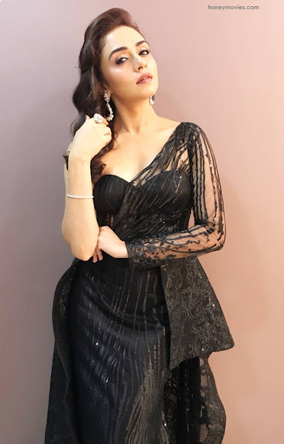 Amruta Khanvilkar Photos