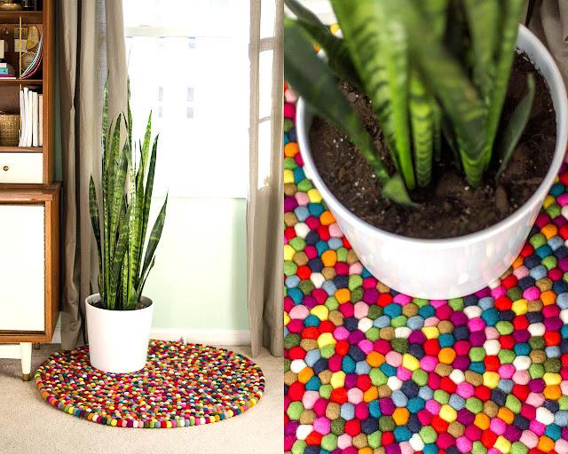 Esempio di tappeto realizzato con palline di feltro annodati a mano