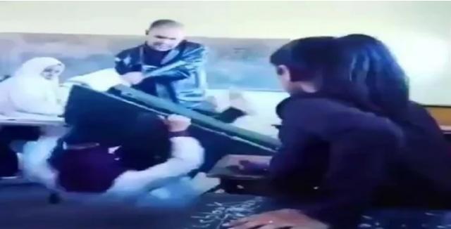 فيديو الأستاذ الذي قلب الطاولة على تلميذتين