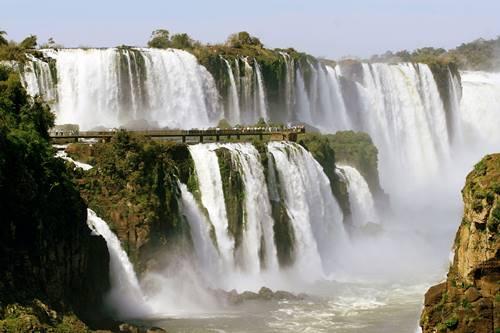 O pessoal do Google além de ser muito competente tem muito bom gosto. Eles homenageiam nesta terça-feira (31/01/2012) as Cataratas do Iguaçu com um logotipo especial na página inicial