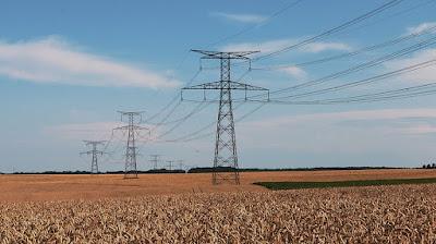 Líneas eléctricas en el campo