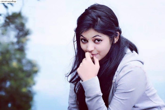 Athulya Ravi Hot and Spicy Photos,Images-SEXY cleavage pics added