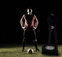Futbolda para karşılığında şike yaparak maçı satan oyuncu